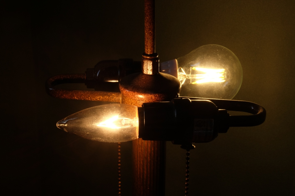 Conventional incandescent (front) and G7 Retro (back)